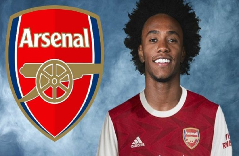 Arsenal completing the signing of midfielder Willian from Chelsea on a three-year deal