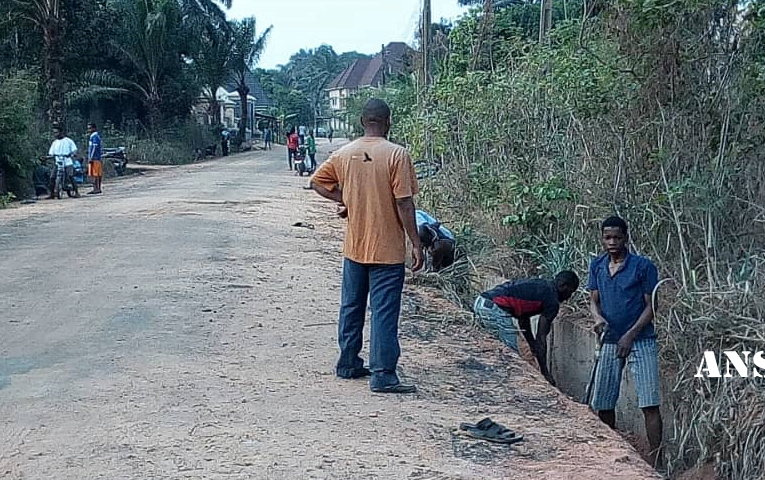 Rural Dwellers Embark On Drainage Maintenance To Save Roads