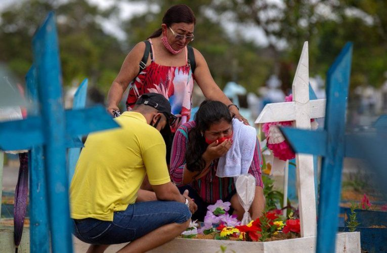 Covid: Brazil hits 500,000 deaths amid 'critical' situation