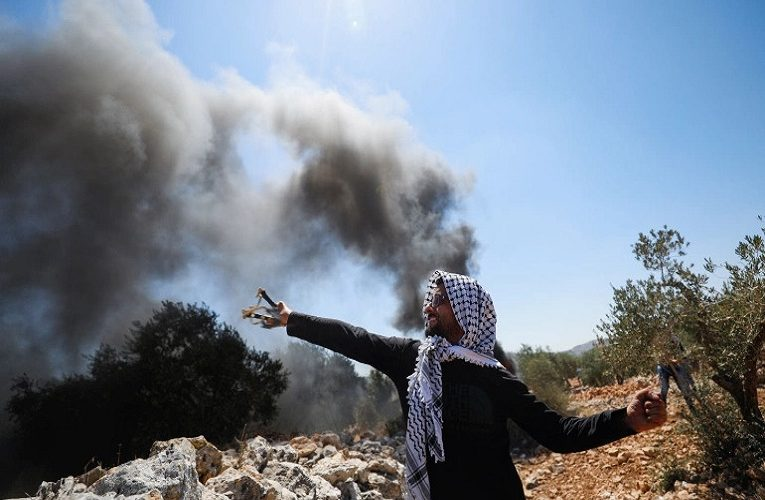 Israeli forces open fire on Palestinians; hundreds wounded