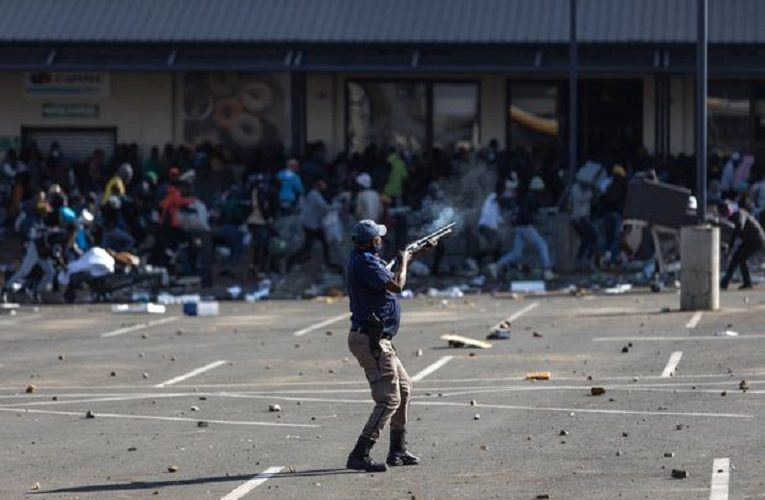 South Africa Zuma riots: Death toll mounts amid looting