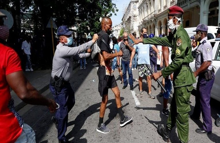Cuba protests: Thousands rally against government